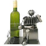 99275 Kovový stojan na víno, motív harmonikár